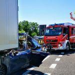 Cinquantenne in auto si schianta sotto un camion alle porte di Tortona: è grave ma salvo