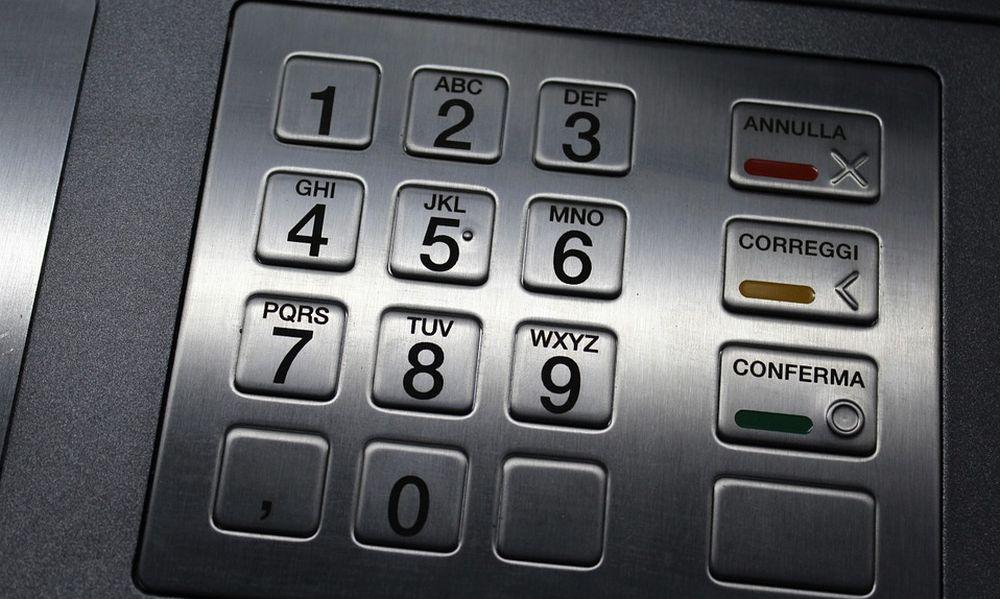 """Nell'acquese una badante """"infedele"""" ruba 6.700 euro dal bancomat dei suoi assistiti"""