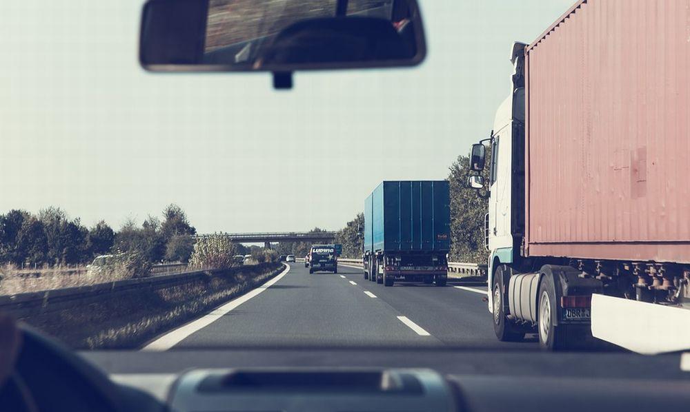 Tragedia sfiorata a Tortona per un camionista colto da malore mentre guida un Tir sulla statale