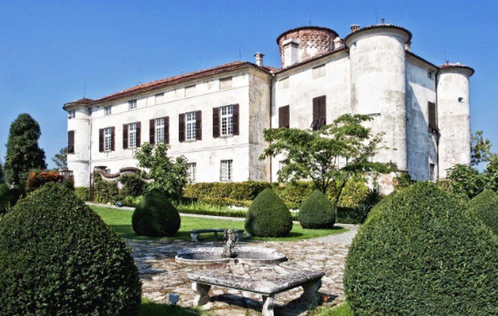 Domenica Cantine a nord ovest al castello di Rocca Grimalda