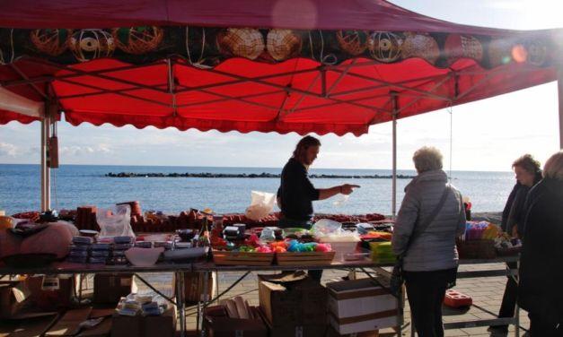 Bancarelle in Festa a San Bartolomeo al Mare fino al 6 gennaio