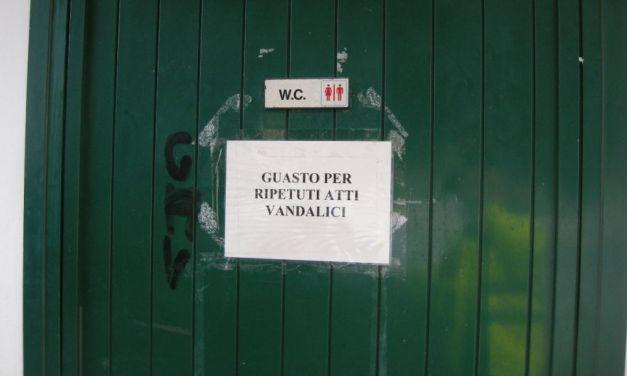 """Atti vandalici a San Bartolomeo, chiuso uno dei due bagni pubblici dei giardini  """"Marco Polo"""""""