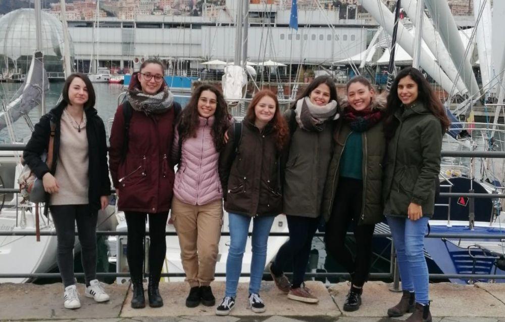 Sette ragazze del Liceo Peano di Tortona seconde alla gara di matematica a Genova