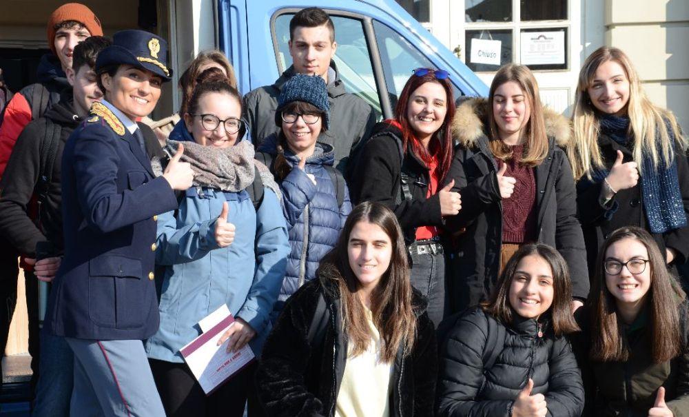 """Progetto camper """"Questo non è amore"""" con i giovani di  Casale Monferrato"""