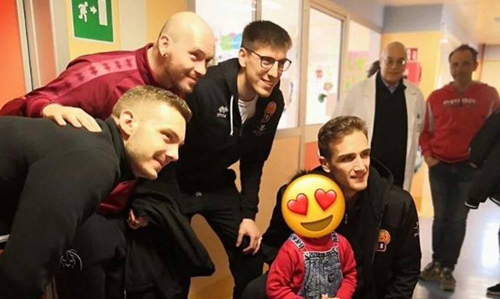 Il Derthona Basket fa visita ai piccoli ricoverati dell'ospedale infantile di Alessandria