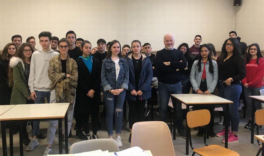 Al Marconi di Tortona Lectio Magistralis di Giuseppe Sorgon sul sistema bancario per gli studenti