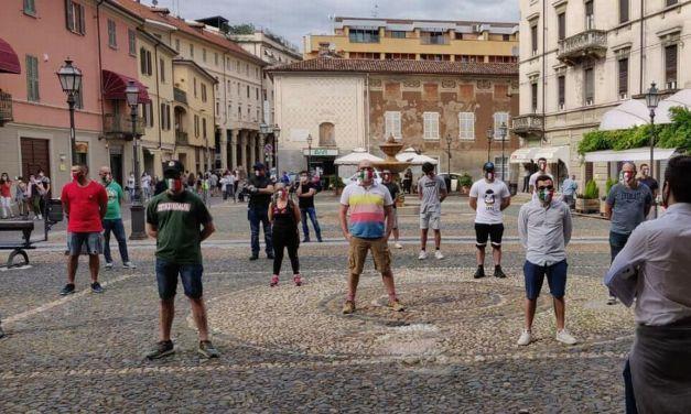 """A Tortona scese nuovamente in piazza le """"Mascherine Tricolori"""" e sabato prossimo si replica"""