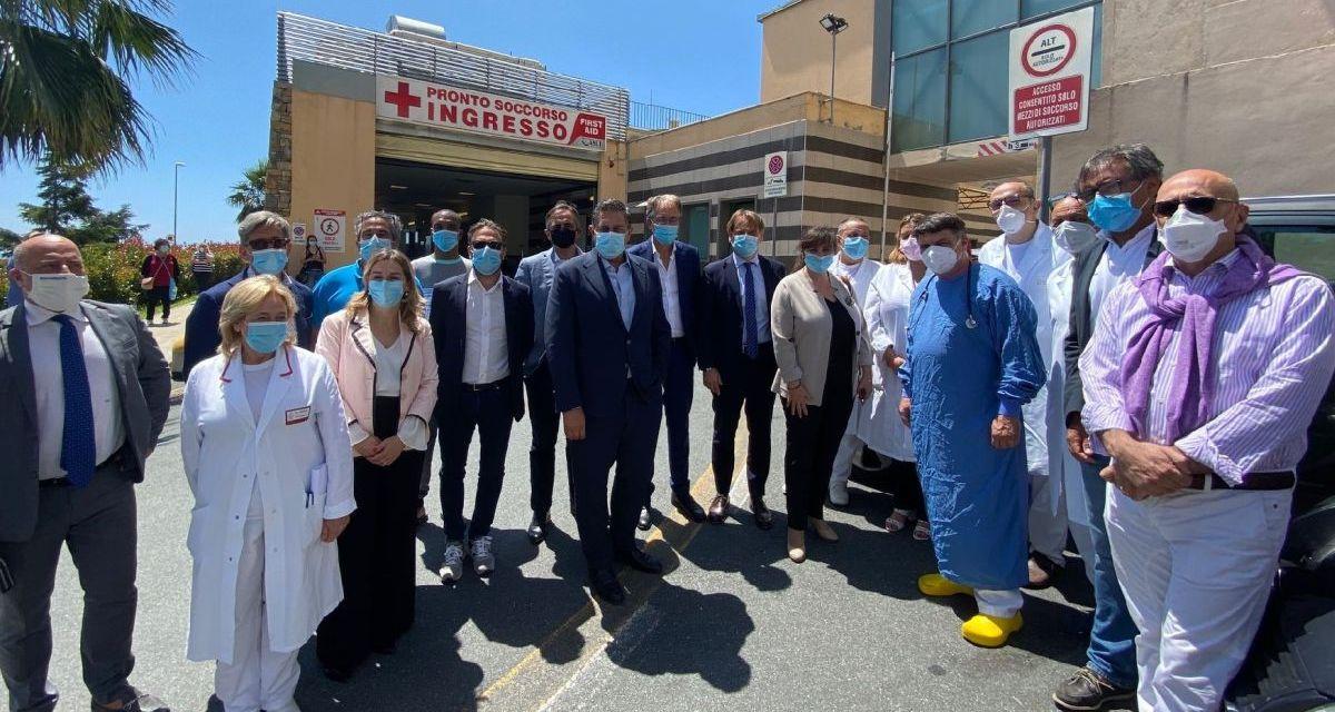 Il presidente della Liguria Toti in visita all'ospedale di Sanremo