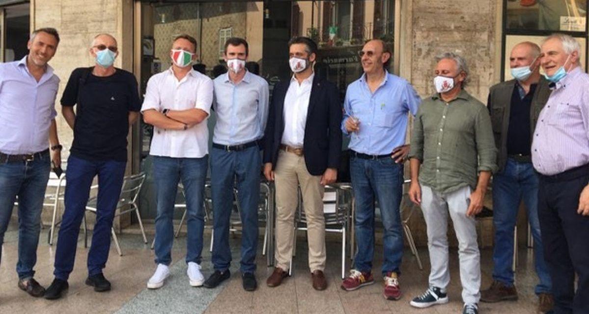 Sindaco e Commercianti di Tortona  festeggiano la storica drogheria che chiude dopo 75 anni di attività