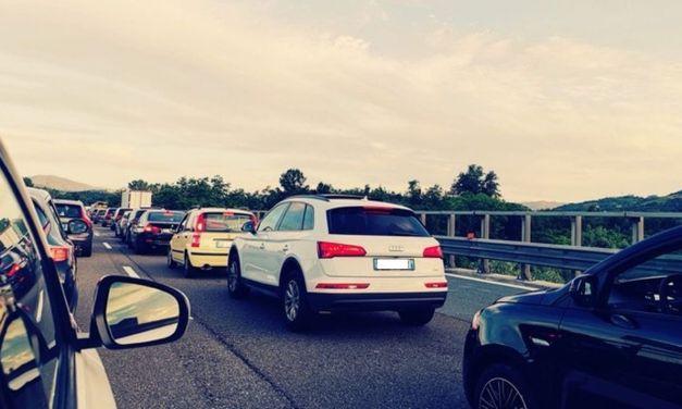 L'Autostrada A26 è un cantiere a cielo aperto: 4 ore per arrivare al mare e si teme per il turismo
