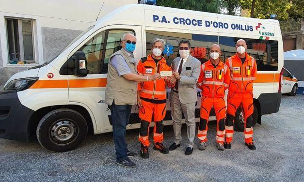 Imperia: Aido e Studio Professionale Fontana, donano un contributo alla Croce d'Oro per l'acquisto di un defibrillatore portatile