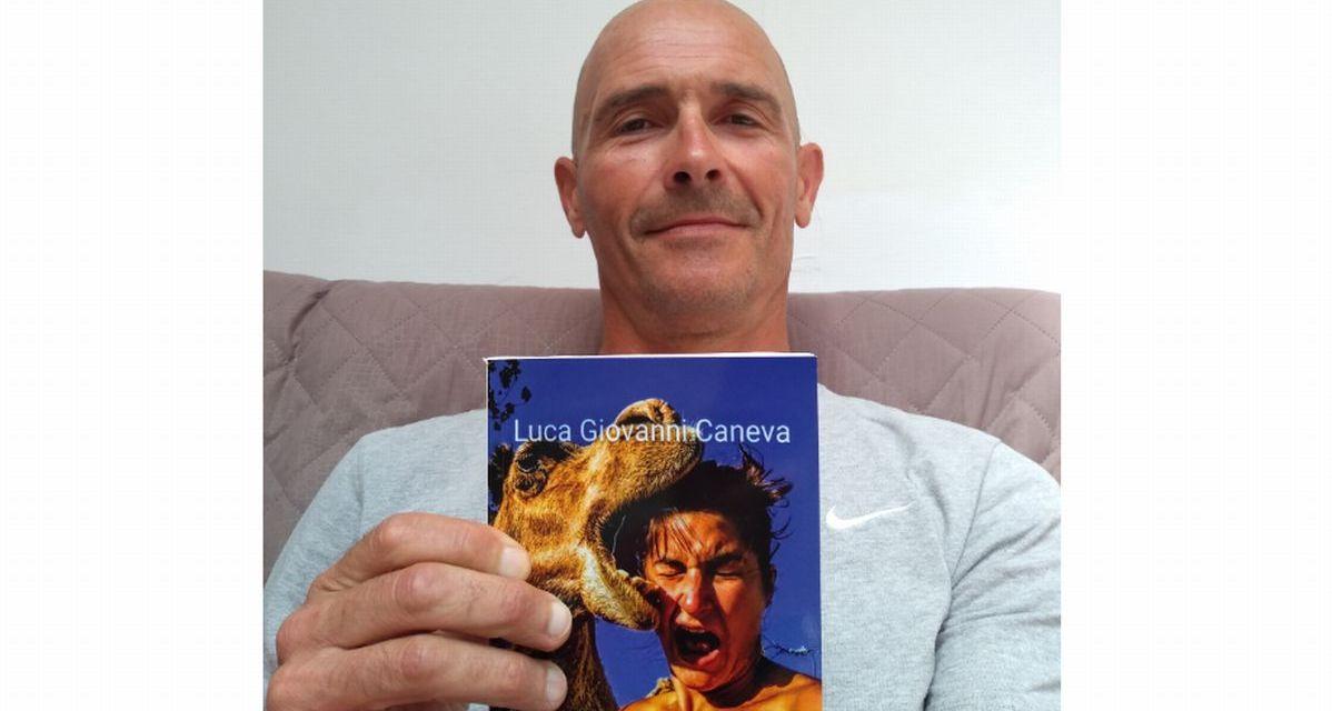 """Il Vigile del fuoco di Novi Ligure e Sanremo Luca Caneva ha scritto il libro """"Storie curiose da un mondo in cortocircuito"""""""