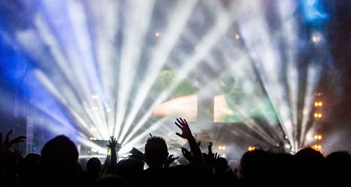 Rave party in Bassa valle Scrivia invasa da 500 persone, 95 fermati da Polizia e Carabinieri finiscono nei guai