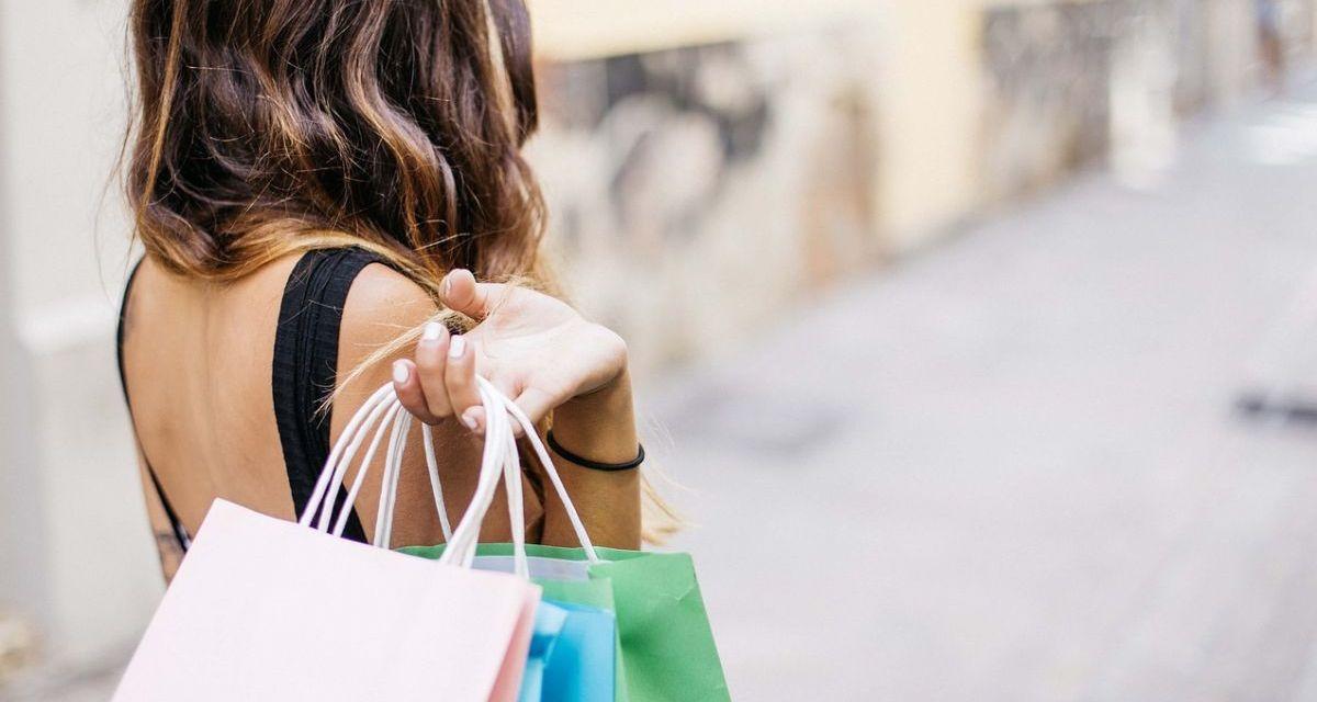 """Sabato ad Acqui Terme c'è lo """"Shopping sotto le stelle"""""""