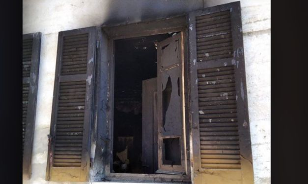 A Monleale si incendia questa casa, intervengono i Pompieri che evitano il peggio ma i danni sono ingenti