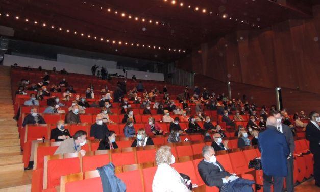 Grazie a Don Paolo e al Sindaco Chiodi Tortona ha un nuovo, splendido teatro utilizzabile 6 mesi all'anno. Si lavora per gli altri sei
