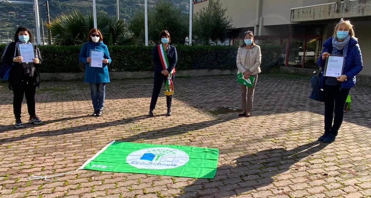 Alle scuole primarie di Taggia, Arma e Levà sventola una nuova bandiera verde