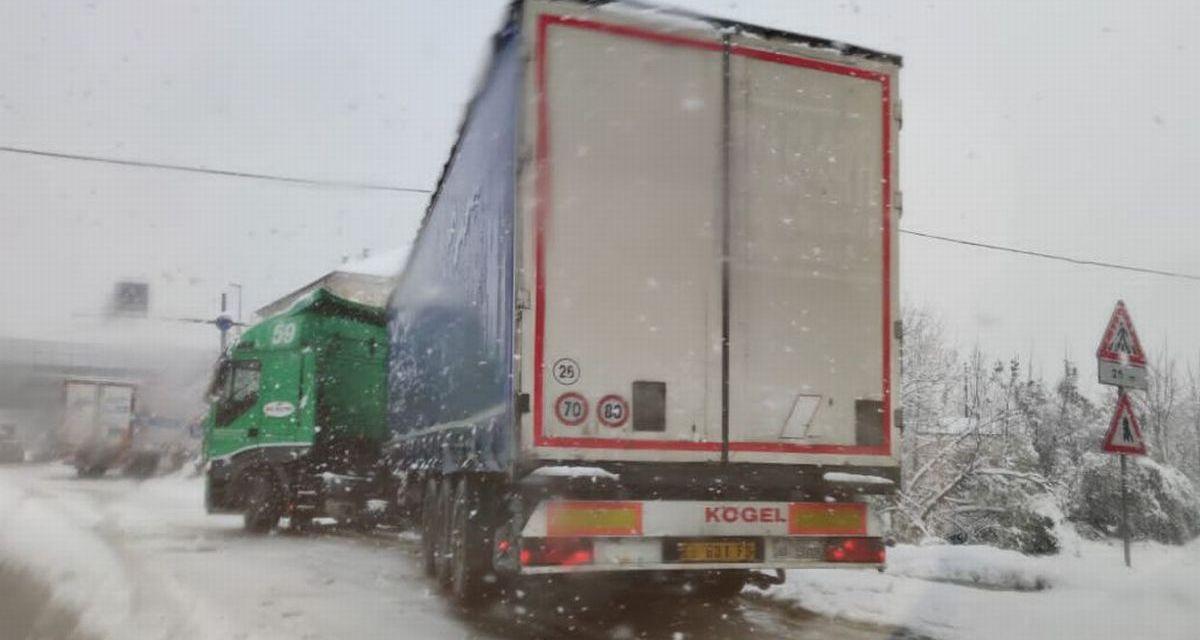 La cronaca di una giornata da incubo per tanti tortonesi a causa della neve. Le immagini