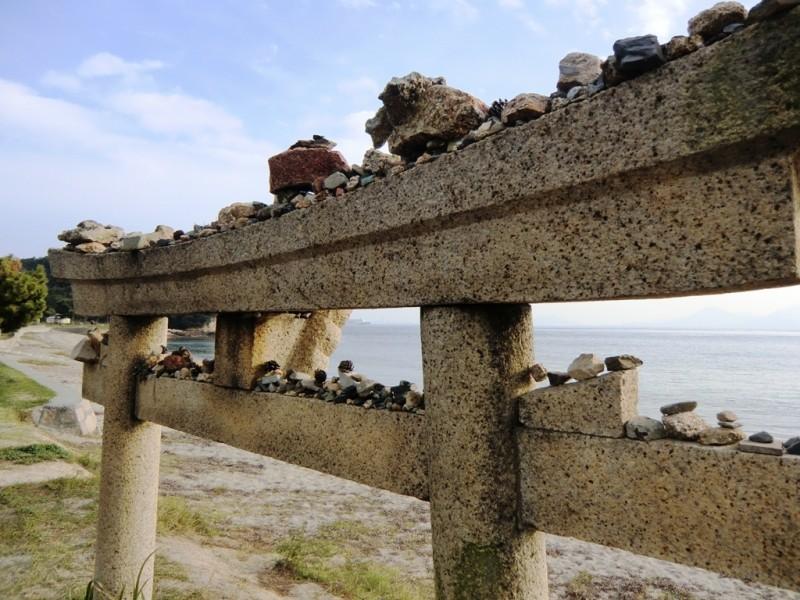 Torii sur la plage de Naoshima
