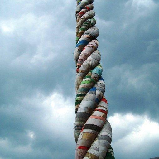 You & I - Nawa - Pillar 2010 par Mariyo Yagi à la galerie Takashi Kawashima & Dream Friends sur Ogijima au Japon
