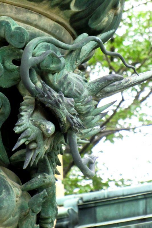 Konpira-san - Premieres Marches - Lanternet Detail Dragon 2