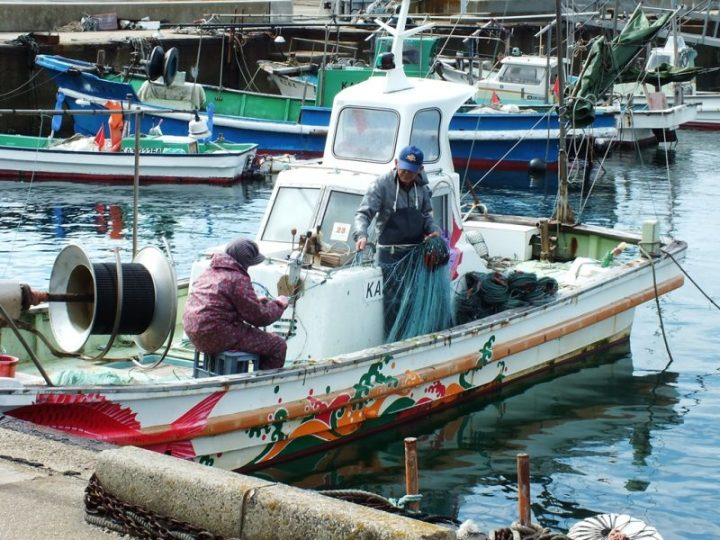 Pecheurs et bateau de Team Ogi