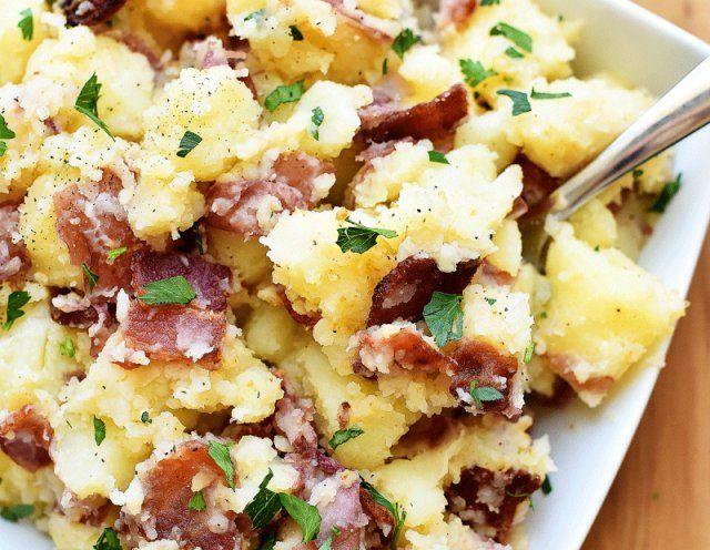 yemekler. Haşlanmış patates, patates pişmiş, patates güveç,