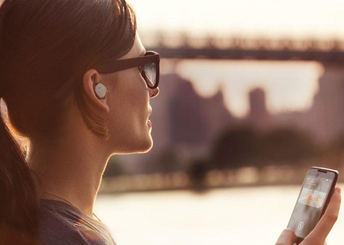 Fone de ouvido inteligente da Motorola comanda o celular<dataavatar hidden data-avatar-url=http://1.gravatar.com/avatar/4384f4262bbe1521c2877dcf9b9b7c50?s=96&d=mm&r=g></dataavatar>