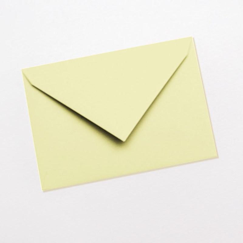 gekleurde enveloppen lichtgeel geel pastel licht citroen