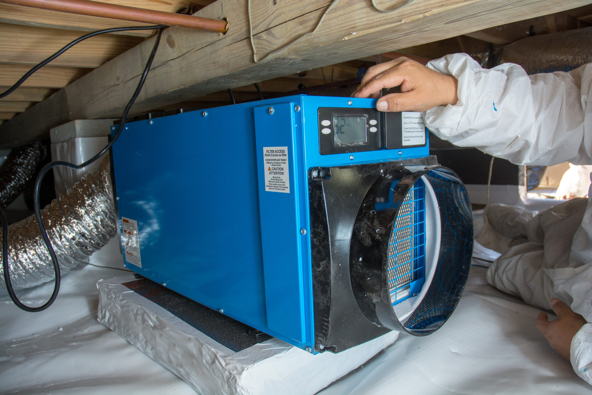 Crawl space fan system