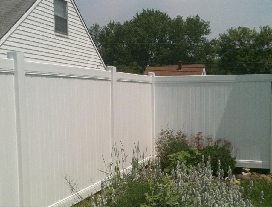 vinyl privacy fencing