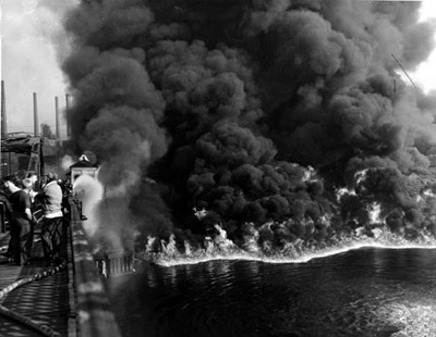 File:Cuyahoga River Fire Nov. 3, 1952.jpg