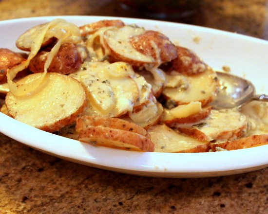 This Easy Gorgonzola Potatoes is one of my favorite side dishes! Quick to prepare, wrap in foil and pop them in the oven. Gooey cheese goodness!   OHMY-CREATIVE.COM