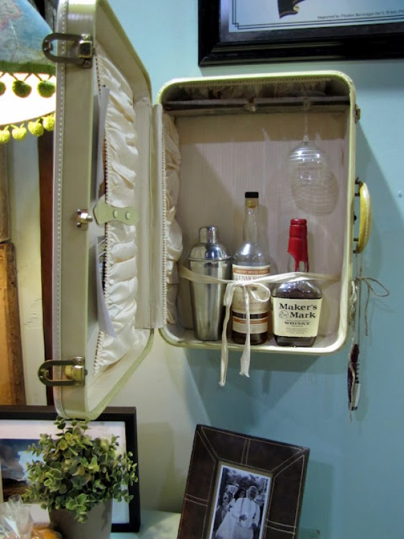 Vintage Suitcase Mini Bar included in these 20 DIY Vintage Suitcase Projects and Repurposed Suitcases. Create unique home decor using repurposed old suitcases! | OHMY-CREATIVE.COM