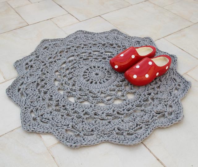 Crocheted Doily Rug via Creative Jewish Mom 25fffccdc33c