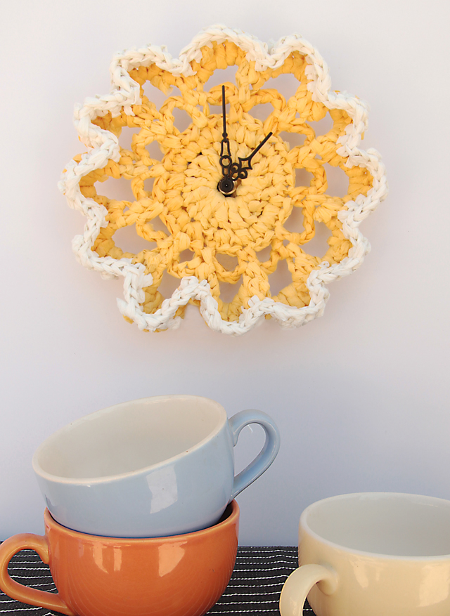 Crocheted Plastic Bag Doily Clock - Doily Crafts