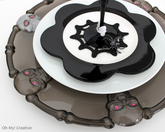 I love a good dollar store craft! These Glam Halloween Charger Plates made from dollar store platters are easy to make and look spectacular under plates - adds a little bling to the table! | OHMY-CREATIVE.COM