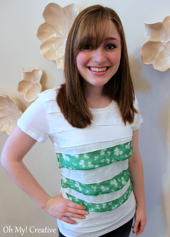 What an easy way to make a cheap DIY Woman's St. Patrick's Day T-Shirt using a ruffled t-shirt and a scarf! No sewing required!   OHMY-CREATIVE.COM