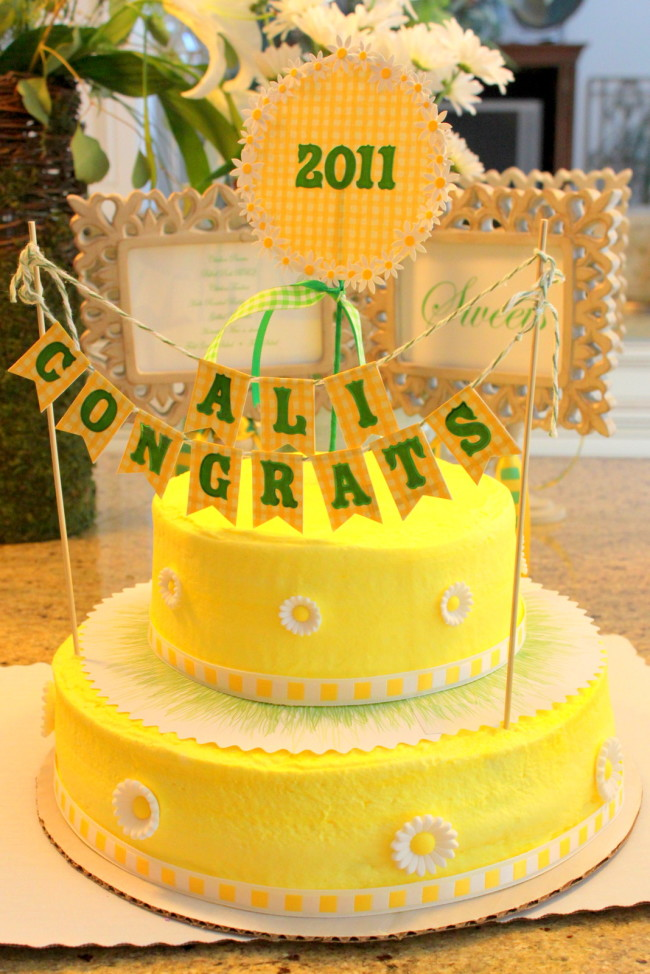 Daisy Graduation Party Cake made from a grocery store cake | OHMY-CREATIVE.COM