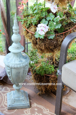 Add-to-your-outdoor-space-using-old-lamp