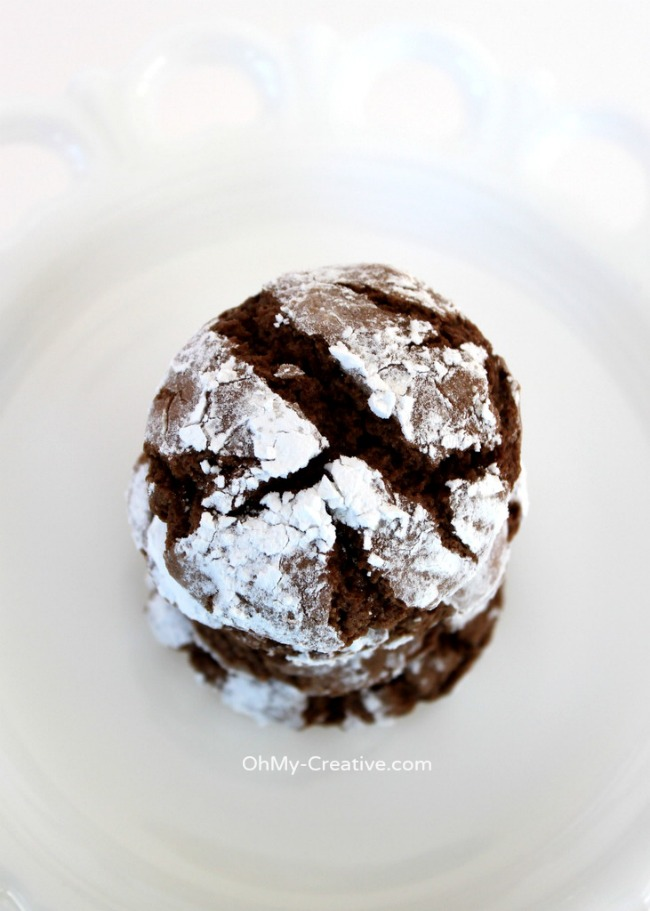 Their soft chewy texture along with a dusting of powdered sugar make these Chocolate Crinkle Cookies a perfect holiday sweet! Yum! | OHMY-CREATIVE.COM