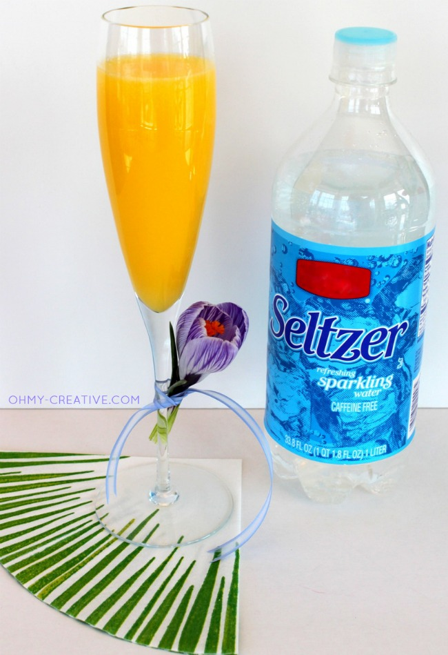 Use seltzer water to serve a Non Alcoholic Mimosa Mocktail for any special occasion brunch  |  OHMY-CREATIVE.COM