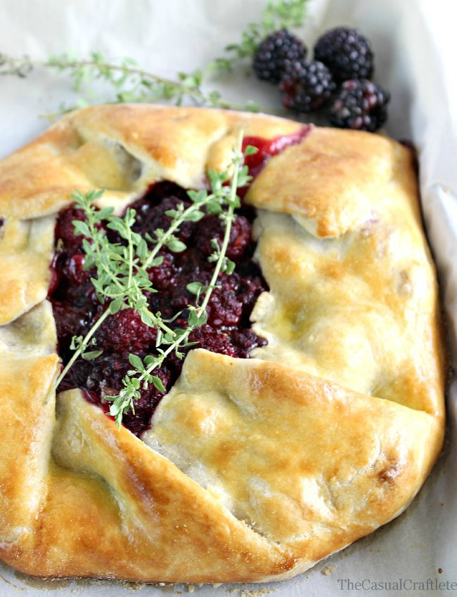 Blackberry Thyme Rustic Pie from www.thecasualcraftlete.com for www.ohmycreative.com