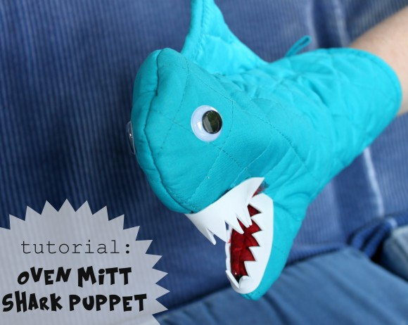 Oven-Mitt-Shark-Puppet