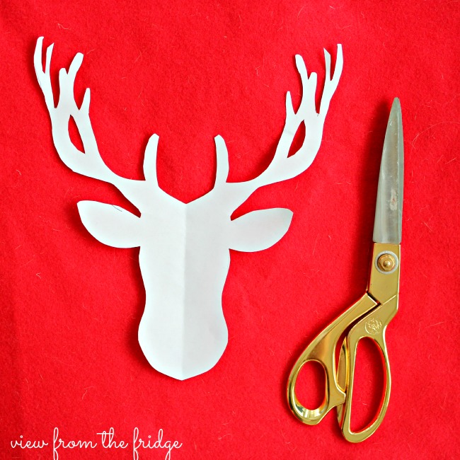 Red Nosed Christmas Reindeer Decoration Art | OHMY-CREATIVE.COM | Christmas Reindeer Decorations | Rudolph | Rudolph the red nosed reindeer | reindeer art | Christmas Decor | Christmas Decorating | Home Decor