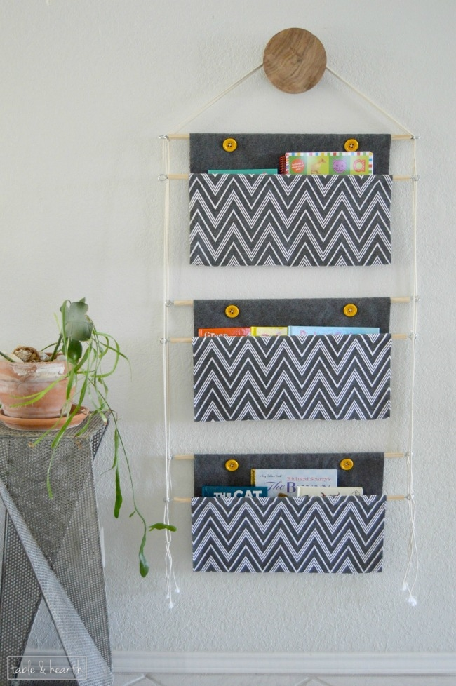 Keep the kids book organized with this DIY Hanging Book Holder. Pretty too! |  OHMY-CREATIVE.COM
