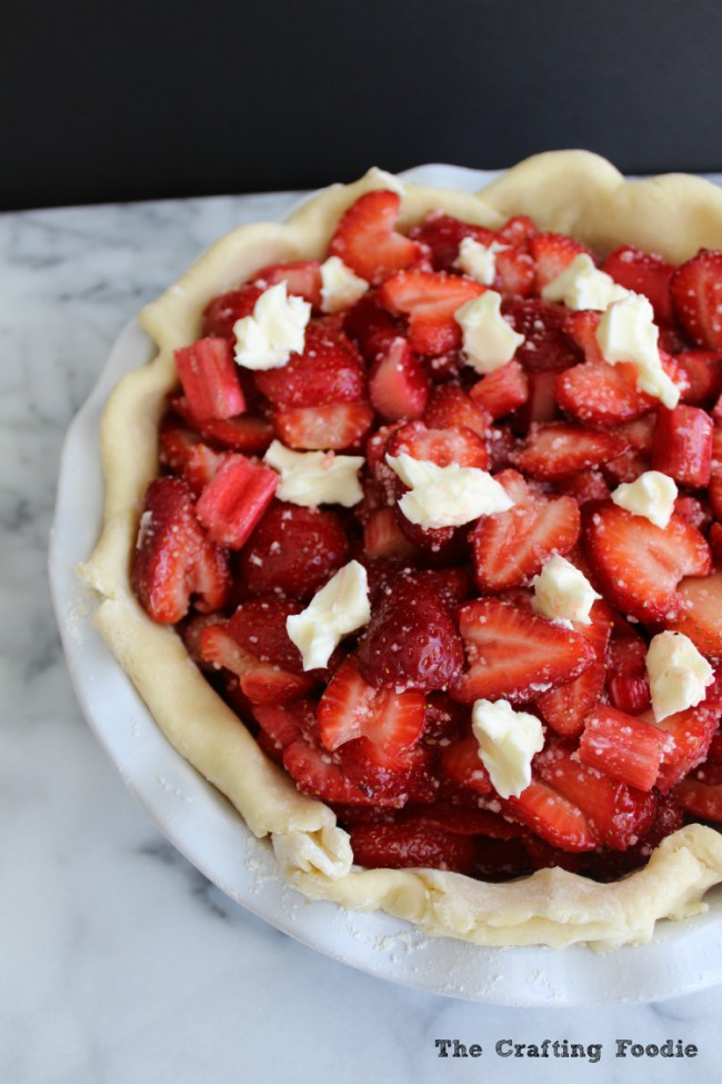 This Strawberry Rhubarb Pie features an all-butter, flaky crust with a sweet and tart filling made with fresh strawberries and rhubarb - YUM!   OHMY-CREATIVE.COM