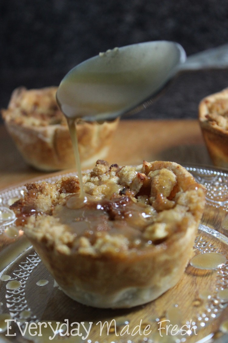 Mini Dutch Apple Pies with Caramel Sauce  |  OHMY-CREATIVE.COM