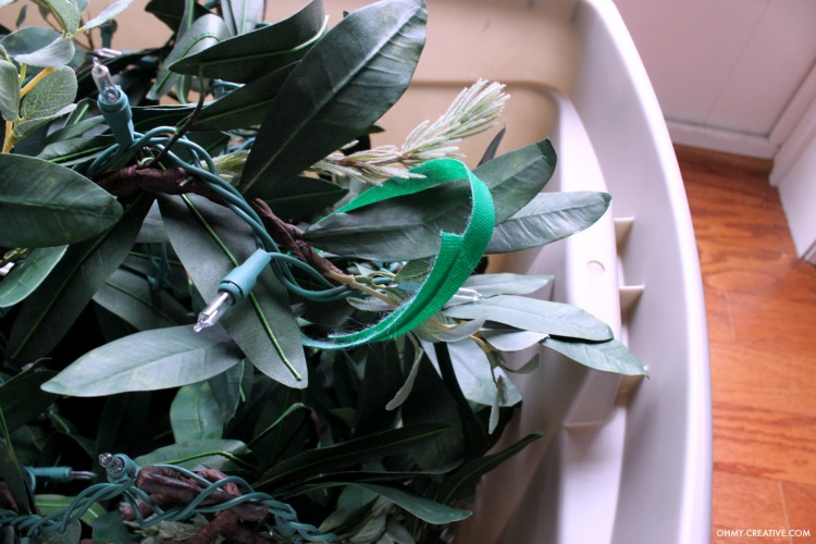 You will love these Easy Ways to Store Christmas Garland that make it simple to put back up for next year! | OHMY-CREATIVE.COM