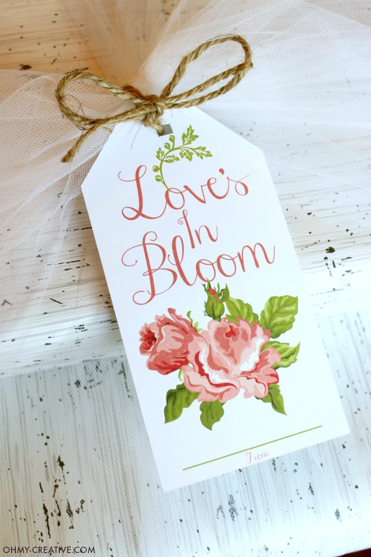This Free Love's In Bloom Bridal Shower Printable Gift Tag featuring vintage cabbage roses is also perfect for a wedding gift! Paired with birch wrapping paper, tulle and Jute twine this wedding shower gift will be so lovely for the bride to be! | OHMY-CREATIVE.COM